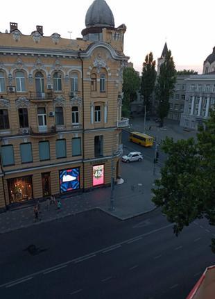 Продам трехкомнатную квартиру с ремонтом на ул. Жуковского