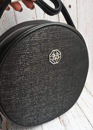Круглая сумочка на длинном ремешке