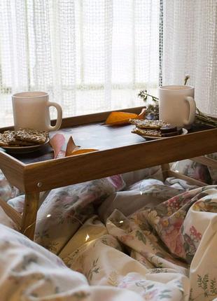 Столик для романтичних сніданків у ліжко