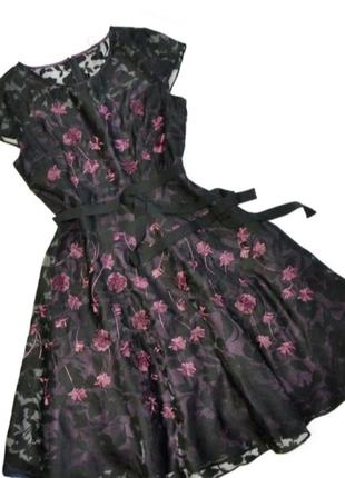 Роскошное платье в цветы от британского бренда Phase Eigh