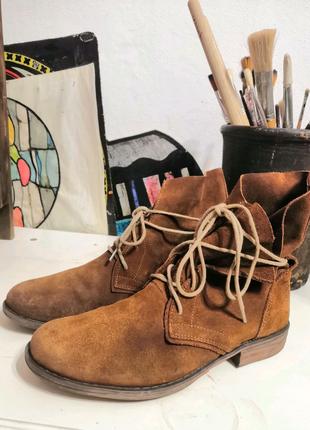 Замшевые ботинки в стиле бохо