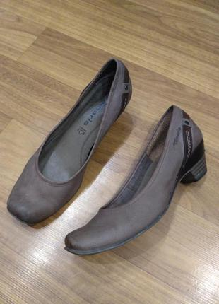 Tamaris кожаные туфли на устойчивом каблуке 37 р./24,5 см