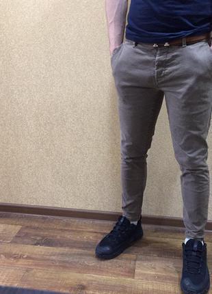Джинсы чиносы. мужские джинсы светлые чиносы. next. 32 размера...