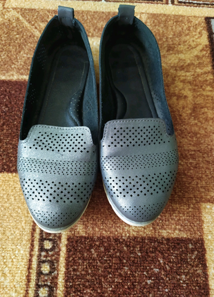 Туфли на девочку 35 размер.