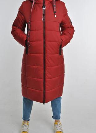 Удлиненное женское зимнее пальто пуховик
