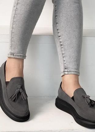 Нереально крутые серые замшевые туфли на низком ходу