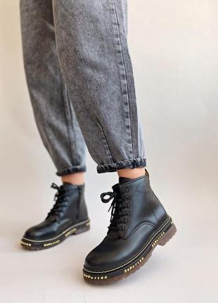 Демисезонные высоки черные ботинки мартинсы со шнуровкой молнией