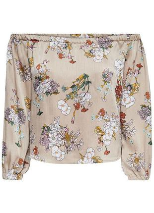 Блуза в цветочный принт со спущенными плечами