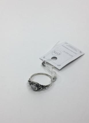 Серебряное оксидированное кольцо с белым лунным камнем 925
