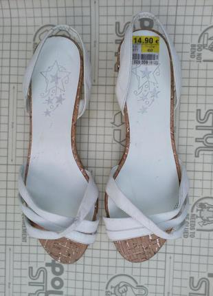 Босоножки женские на низком каблуке ariane германия 40 размер