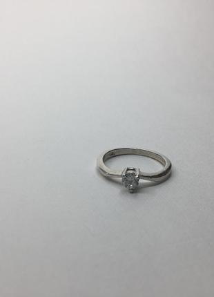 Серебряное утончённое кольцо с камнем 925 проба волна