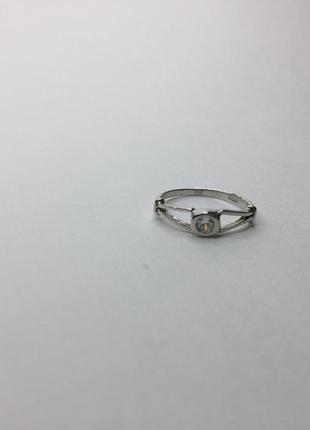 Серебряное шикарное кольцо с камнем 925 проба