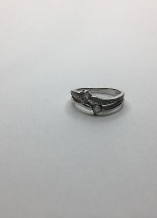 Серебряное оксидированное кольцо с камнями и алмазным покрытие...