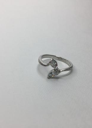 Серебряное тонкое кольцо с камнями 925 проба