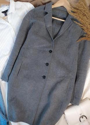 Базовое серое прямое пальто оверсайз на пуговицах с шерстью 50...