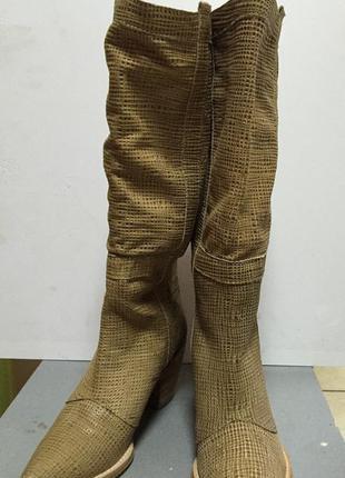 Женские сапоги кожаные летние на небольшом каблуке