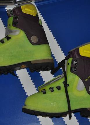 Яркие лыжные горные мужские ботинки