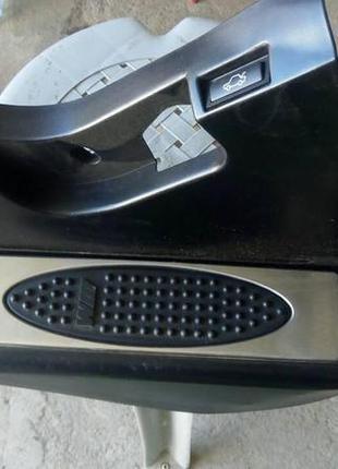 Боковая обшивка пространства для ног БМВ е39