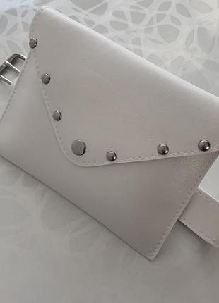 Женская белая поясная сумка на пояс