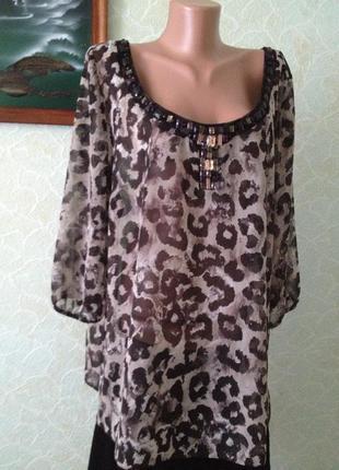 Блуза в принт большого размера расшита камнями\1