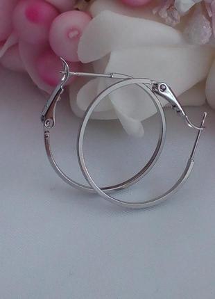 Серьги кольца в диаметре 2,5 см. под серебро покрытие родий