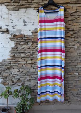 Шикарное вискозное с разрезами по бокам платье большого размера