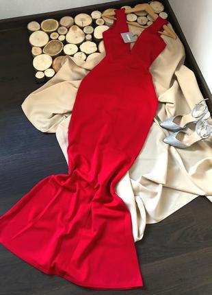 Шикарное насыщенно красное платье по фигуре , макси.
