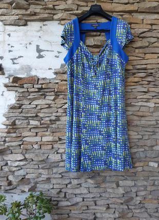 Вискозное с красивым декольте на подкладке платье большого раз...