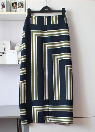 Миди юбка в геометричный принт с разрезом спереди от topshop