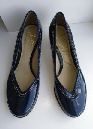 Новые! оригинальные, классические туфли на устойчивом каблучке...