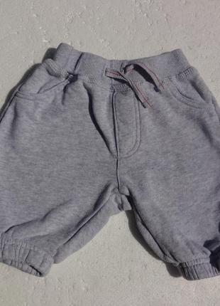 F&f. спортивные штаны на баечке на 0-3 месяцев мальчику.