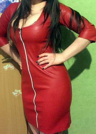 Стильное платье из  эко-кожи.