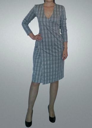 Элегантное платье в клетку, на запах , в деловом стиле.