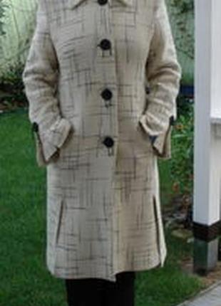 Шерстяное белое пальто