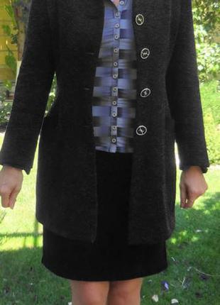 Деловой костюм с меховым воротником и манжетами