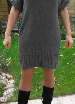 Тяжёлое  платье крупной вязки с воротником хомут