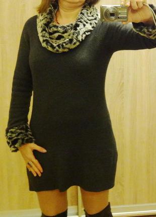 Тёплое платье из ангоры и шёлка, с меховым воротником и манжет...