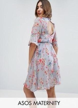 Приталенное платье с вышивкой