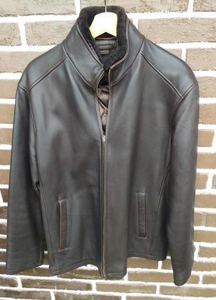 Коричневая мужская куртка из натуральной кожи