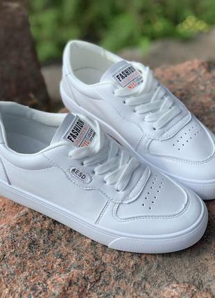 Повседневные белые кеды кроссовки