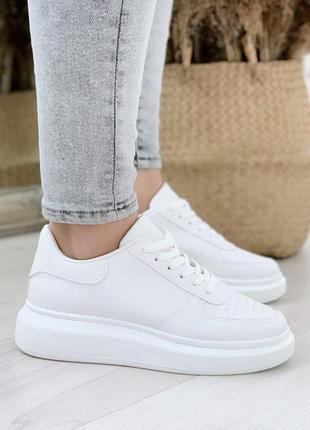 Стильные повседневные белые кроссовки,кеды