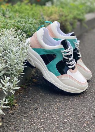 Стильные цветные кроссовки в наличии
