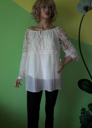 Воздушная блуза с красивым кружевом