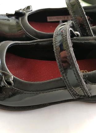 Туфельки лакированные, кожаные.