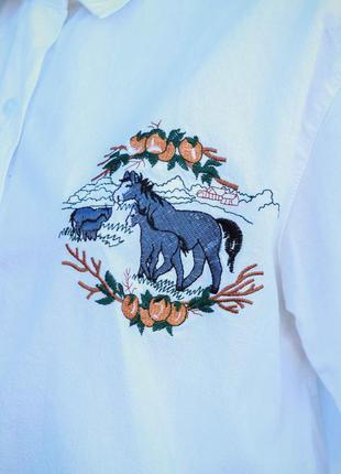 Рубашка с вышивкой лошадей