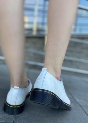 Кожаные белые туфли со шнурком
