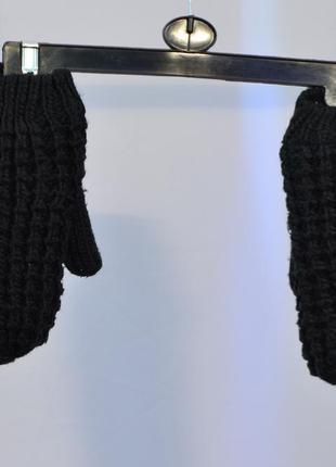 2568\20 черные вязанные варежки