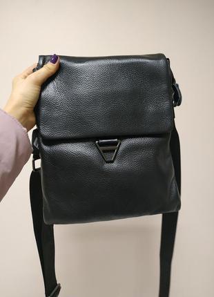 Вместительная мужская сумка из натуральной кожи черная