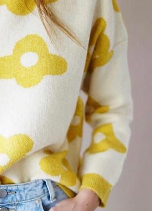 Женский свитер ромашка полушерсть