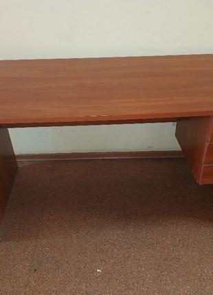Компьютерный стол с тумбой. Письменный стол. Угловой компьютер...